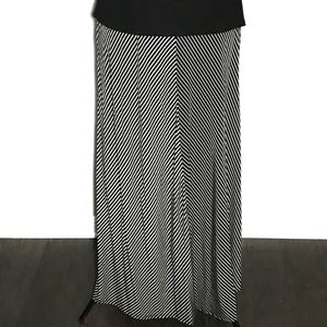 GAP Skirts - Gap Black & White Long Flowy Maxi Skirt A030083